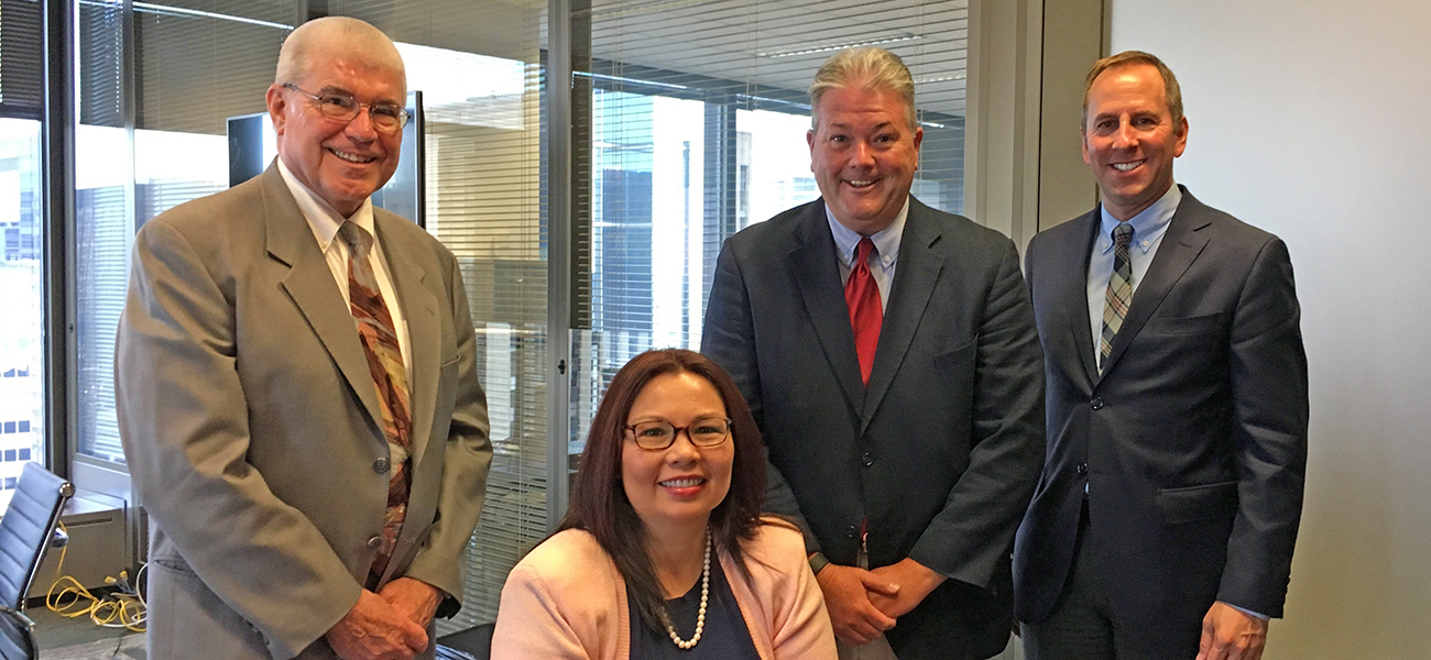 Ill. CUs talk reg. relief, tax status with Sen. Duckworth